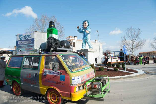 Un Perlé de más de tres metros da la bienvenida al Carnaval de Herencia 77
