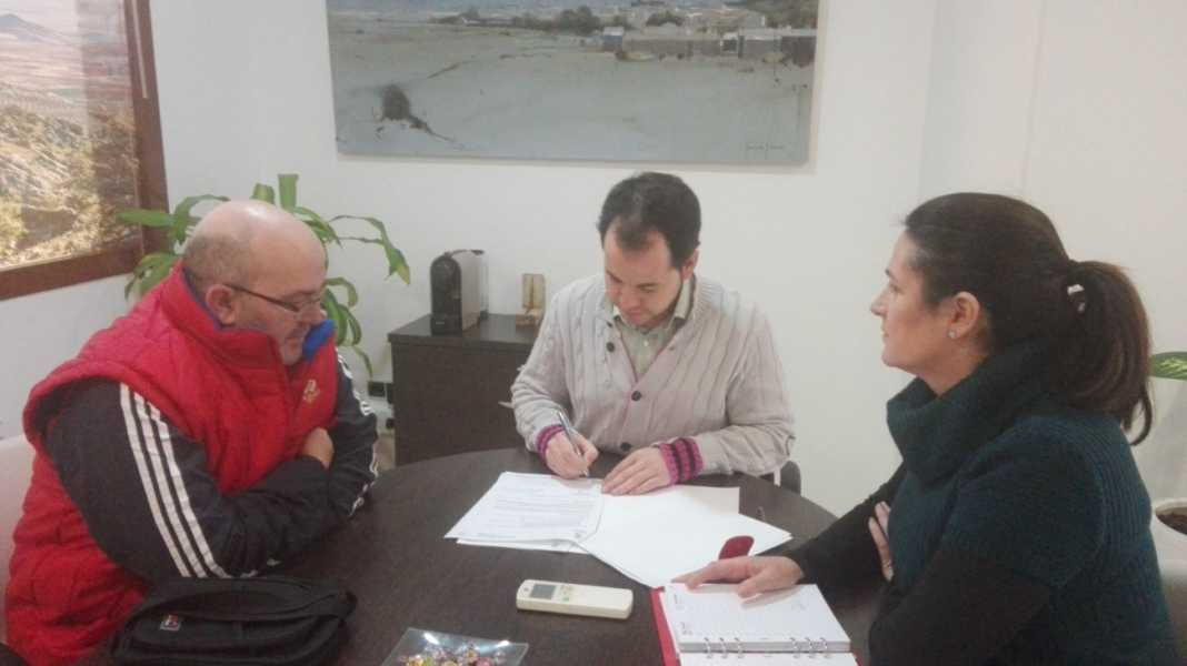 firma convenio siete pasos herencia 1068x600 - Firma del Convenio de Colaboración 2017 entre el Ayuntamiento y la Banda Los Siete Pasos