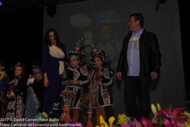 inauguracion carnaval de herencia 2017 en palacio 7 629x420 - El Carnaval de Herencia inaugura su fiesta más destacada