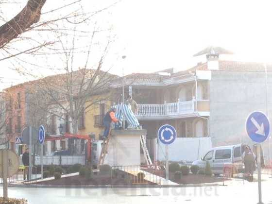 instalacion escultura perle carnaval de herencia 10 560x420 - El Carnaval de Herencia instaló la escultura Perlé