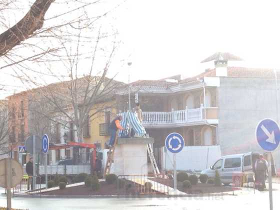 instalacion escultura perle carnaval de herencia 3 560x420 - El Carnaval de Herencia instaló la escultura Perlé