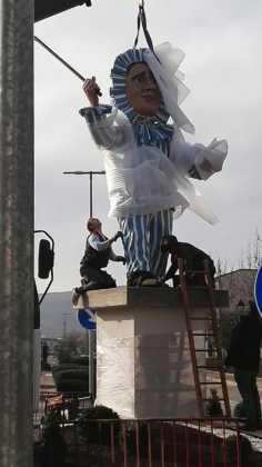 instalacion escultura perle carnaval de herencia 7 236x420 - El Carnaval de Herencia instaló la escultura Perlé