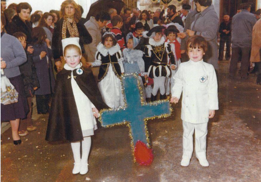 """Jinetas de Carnaval de Herencia """"entrando a ofrecer"""". Años 1980 11"""