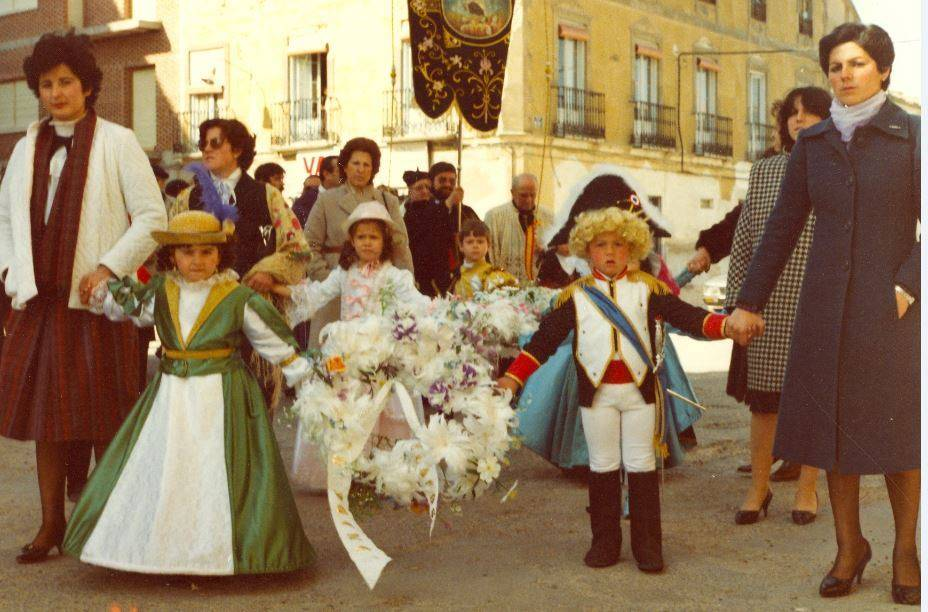 """jinetas carnaval de herencia 1980 entrando a ofrecer 3 - Jinetas de Carnaval de Herencia """"entrando a ofrecer"""". Años 1980"""