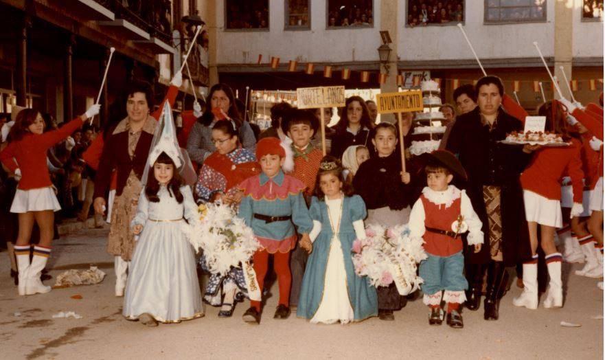 """jinetas carnaval de herencia 1980 entrando a ofrecer 5 - Jinetas de Carnaval de Herencia """"entrando a ofrecer"""". Años 1980"""