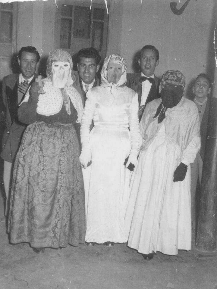 mascaras 1950 con orquesta la tanagra - Máscaras tradicionales de Carnaval en años 1950