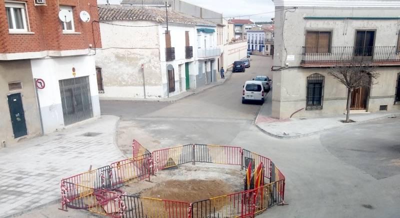 obrar calle cruces y coronel fernández montes 1 - Remodelación de la intersección de la calle Cruces en Herencia