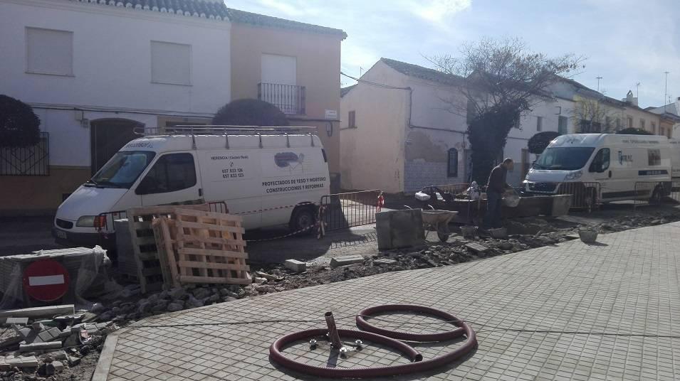 obras en interseccion calle cruces herencia 5 - Remodelación de la intersección de la calle Cruces en Herencia