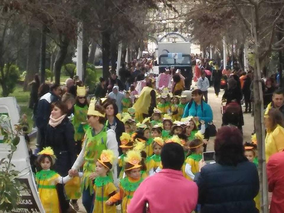 pasacalles infantil ceip carrasco alcalde 1 - Más de 700 personas participan en el desfile escolar del CEIP Carrasco Alcalde de Herencia