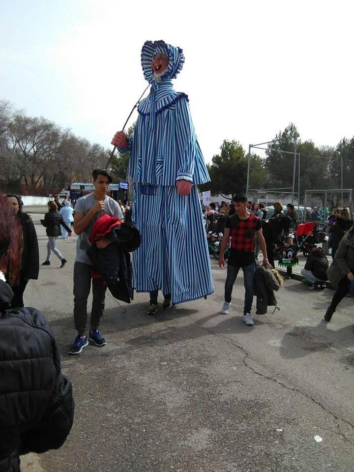 pasacalles infantil ceip carrasco alcalde con mariano perle - Más de 700 personas participan en el desfile escolar del CEIP Carrasco Alcalde de Herencia