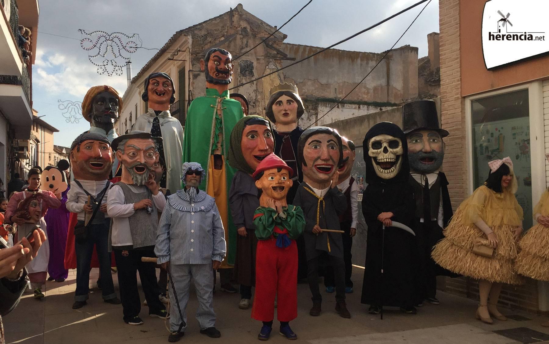 """perle gigantes cabezudos carnaval herencia - Carnaval de Herencia premiada en los XIV """"Premios Comunicación"""" de Cadena SER"""