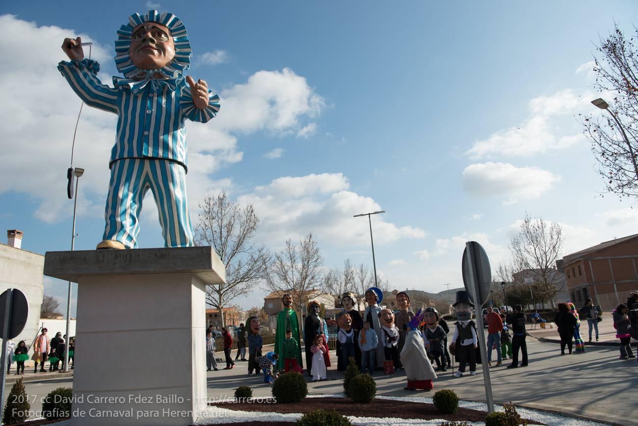 perle y sus gigantes - Un Perlé de más de tres metros da la bienvenida al Carnaval de Herencia