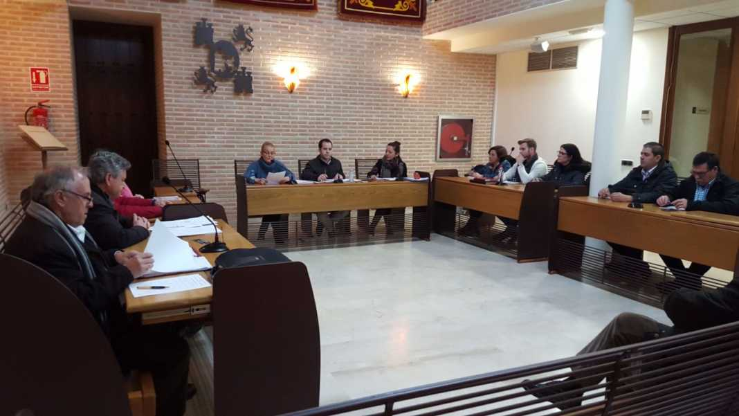 pleno municipal de herencia febrero 2017 1068x601 - El pleno municipal aprueba una bajada del IBI en Herencia