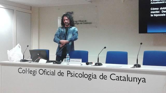 Andrés Carmona COP - Andrés Carmona. Cómo doblar cucharas: Desmontando mitos de la hipnosis.