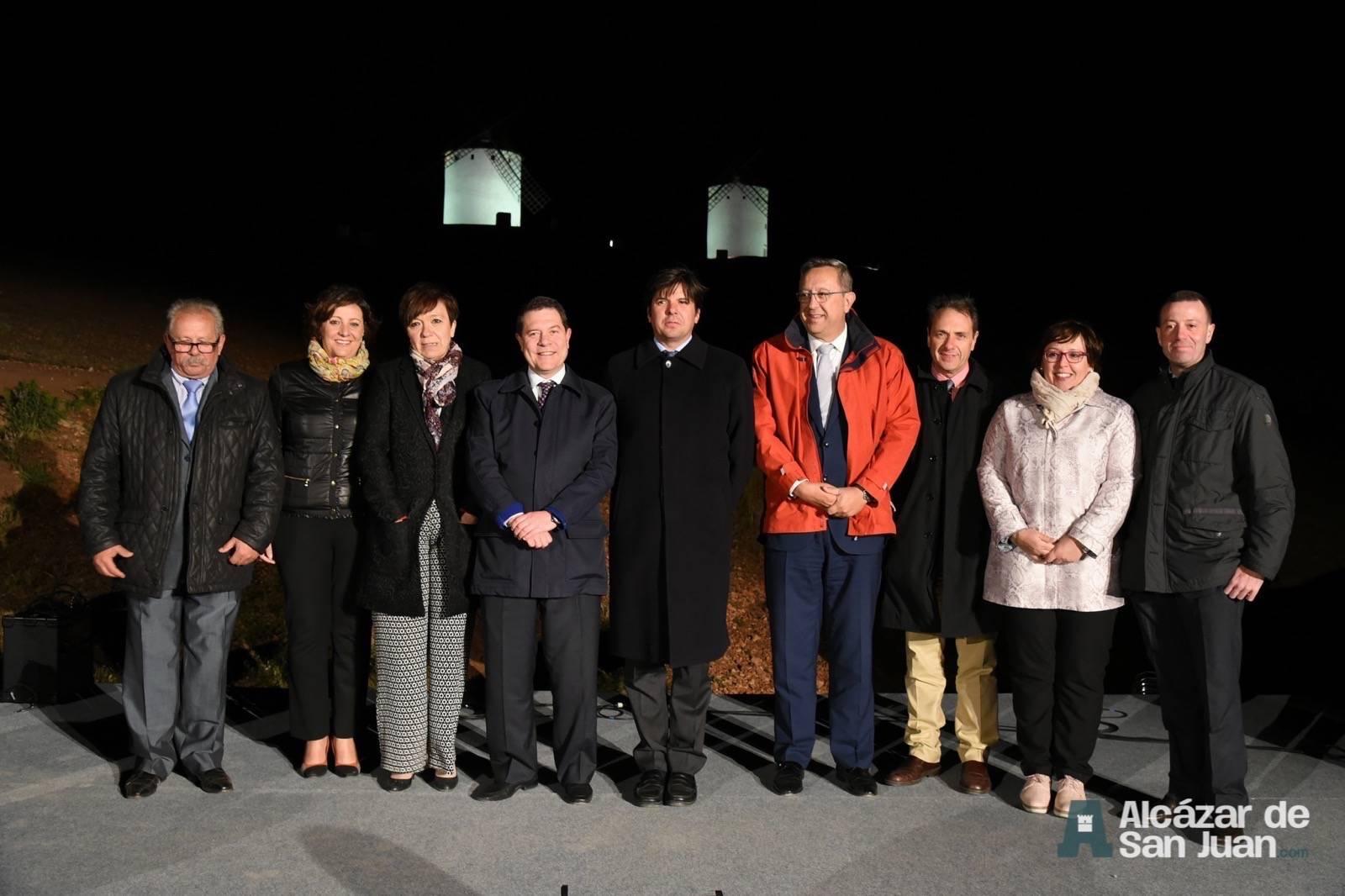 iluminacion artistica moninos viento alcazar san juan 1 - Los molinos de viento de Castilla-La Mancha con iluminación artística como reclamo artístico