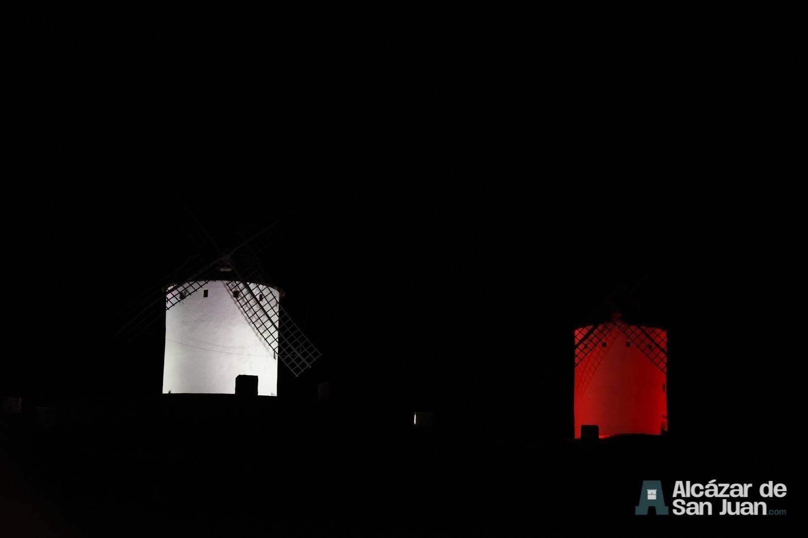 iluminacion artistica moninos viento alcazar san juan 3 - Los molinos de viento de Castilla-La Mancha con iluminación artística como reclamo artístico