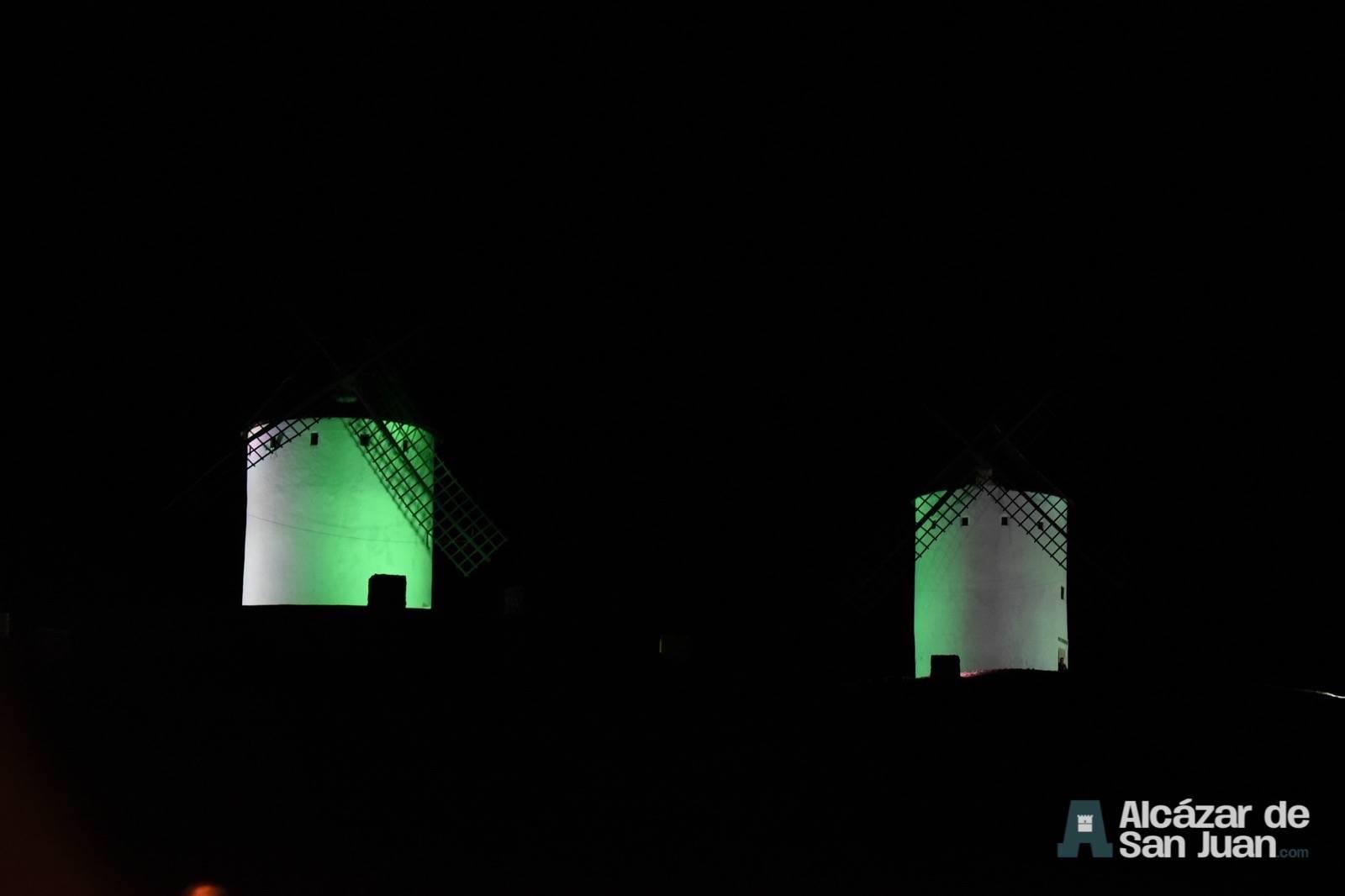 iluminacion artistica moninos viento alcazar san juan 4 - Los molinos de viento de Castilla-La Mancha con iluminación artística como reclamo artístico