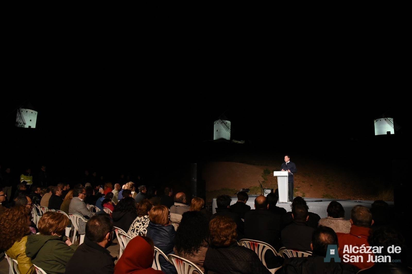 iluminacion artistica moninos viento alcazar san juan 5 - Los molinos de viento de Castilla-La Mancha con iluminación artística como reclamo artístico