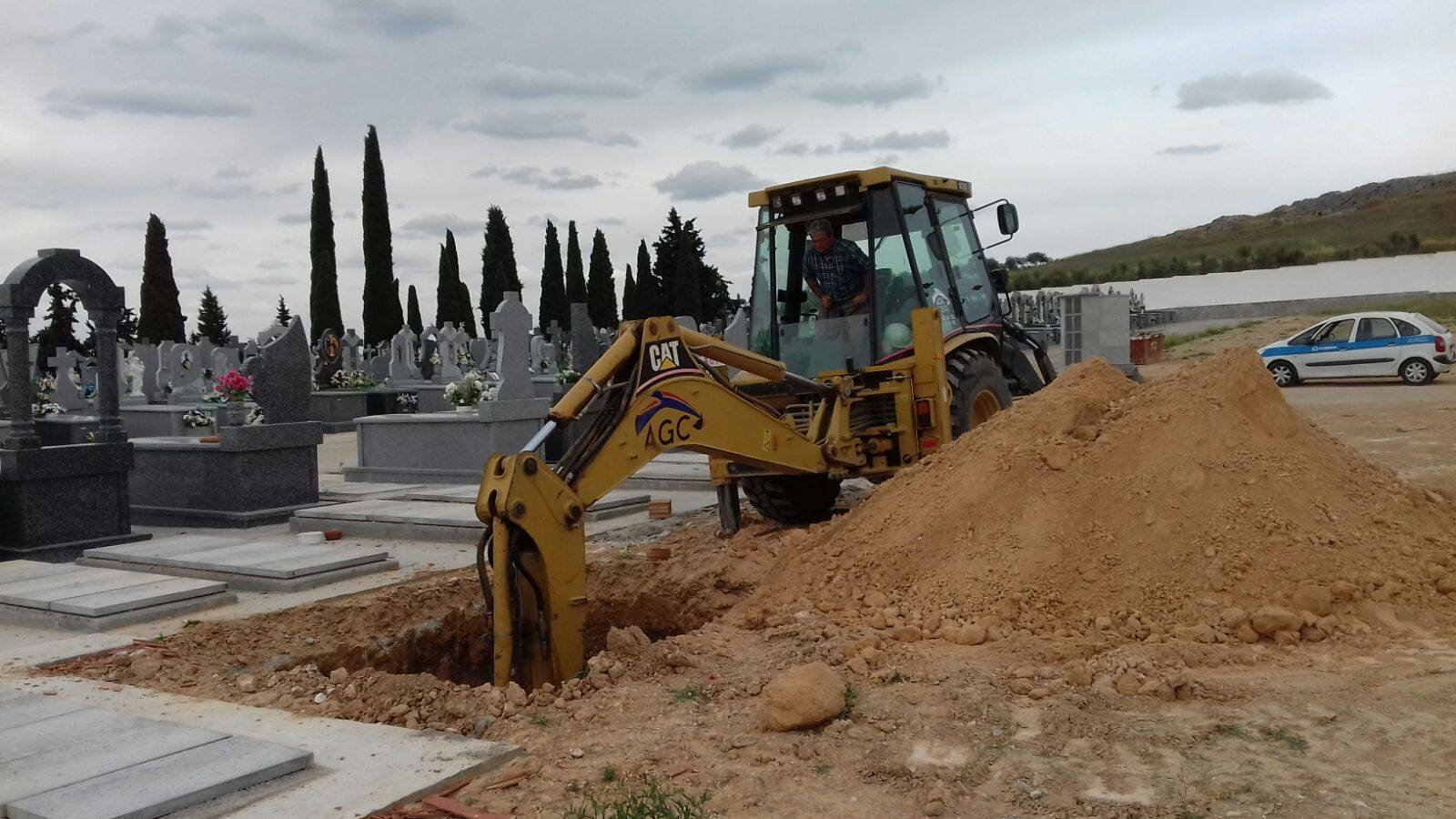 nuevas fosas cementerio herencia - Inicio de la construcción de 14 nuevas fosas en el cementerio