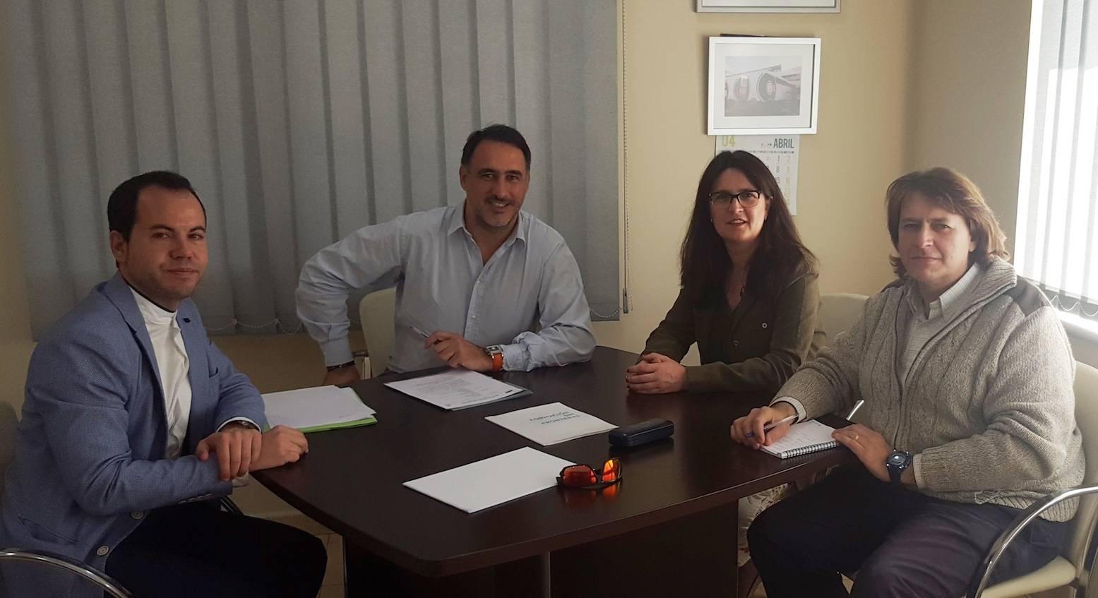 Agustin Espinosa reunion con alcalde de Herencia y empresa Tecnove - Tecnove colabora en la formación en sectores de alta empleabilidad y una inserción laboral inmediata