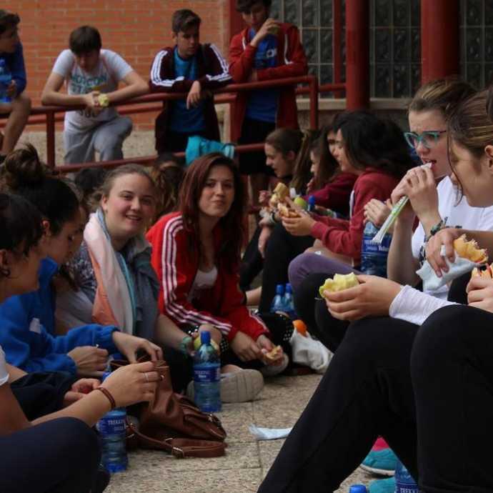 """Bocadillo Solidario 4 690x690 - Las XXI Jornadas Educación y Sociedad colabora con el proyecto """"Limpiabotas"""" de la Fundación Merced"""