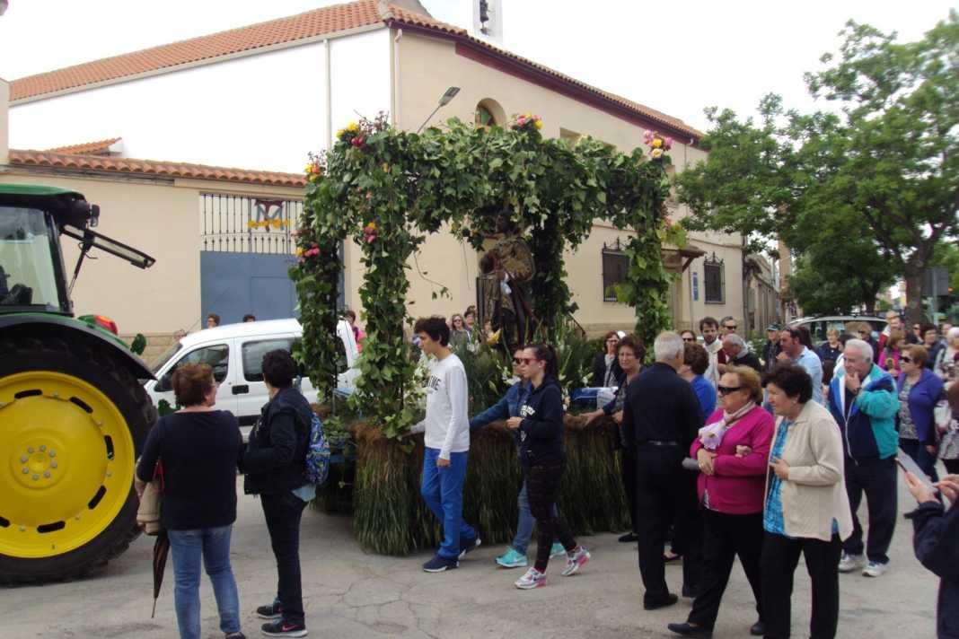 Bendición de la maquinaria agrícola en la procesión de San Isidro 3