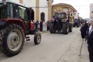 Bendición de la maquinaria agrícola en la procesión de San Isidro 2