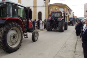 Procesi%C3%B3nSan Isidro 2 300x200 - Bendición de la maquinaria agrícola en la procesión de San Isidro