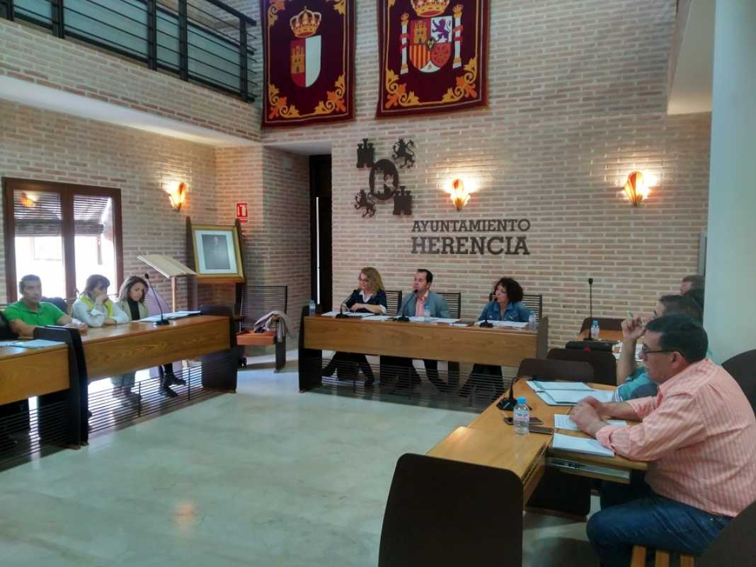 pleno mayo 2017 ayuntamiento herencia 1068x801 - Resumen del pleno del pasado 5 de mayo del Ayuntamiento de Herencia