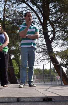 Acto entrrega bandera verde 3 271x420 - Entregada la distinción de Ecoescuela al CEIP Carrasco Alcalde