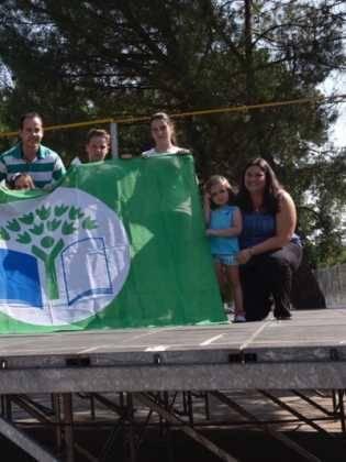 Acto entrrega bandera verde 5 315x420 - Entregada la distinción de Ecoescuela al CEIP Carrasco Alcalde