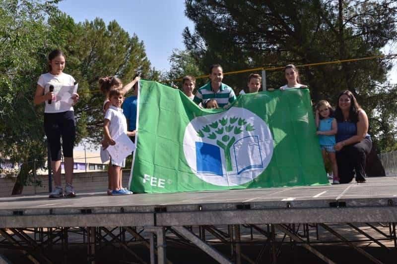 Acto entrrega bandera verde 5 - Entregada la distinción de Ecoescuela al CEIP Carrasco Alcalde