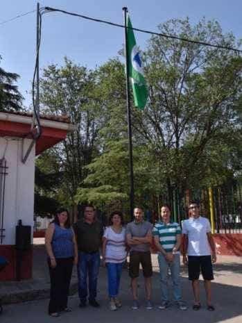 Acto entrrega bandera verde 9 349x465 - Entregada la distinción de Ecoescuela al CEIP Carrasco Alcalde