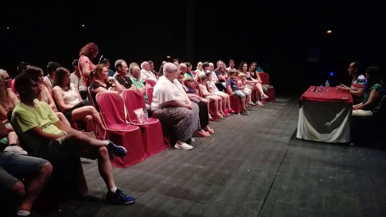 comision carnaval en auditorio herencia - La Comisión de Carnaval de Herencia habla de la Declaración de Interés Turístico Nacional
