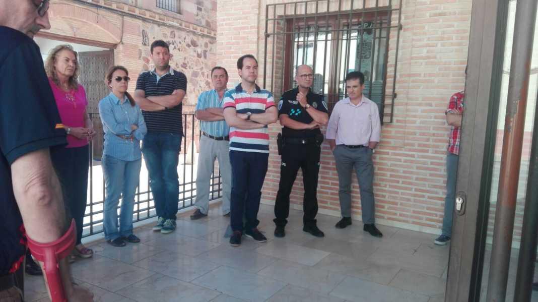 Herencia vuelve a sumarse a la condena de la violencia terrorista con un minuto de silencio 4
