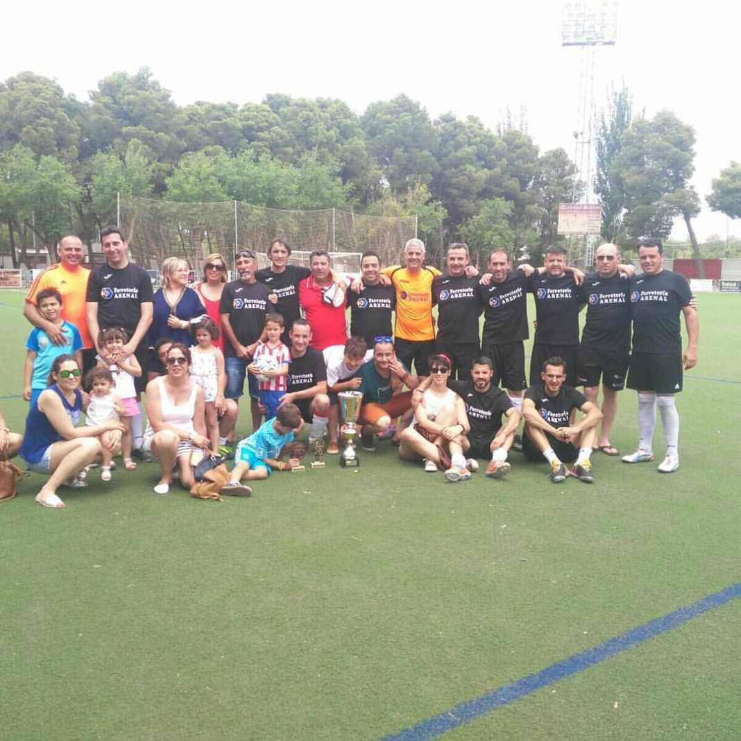 Herencianos Chechu y Victor campeones con el Ferretería Arenal en el 24 horas de Futbol 7 10