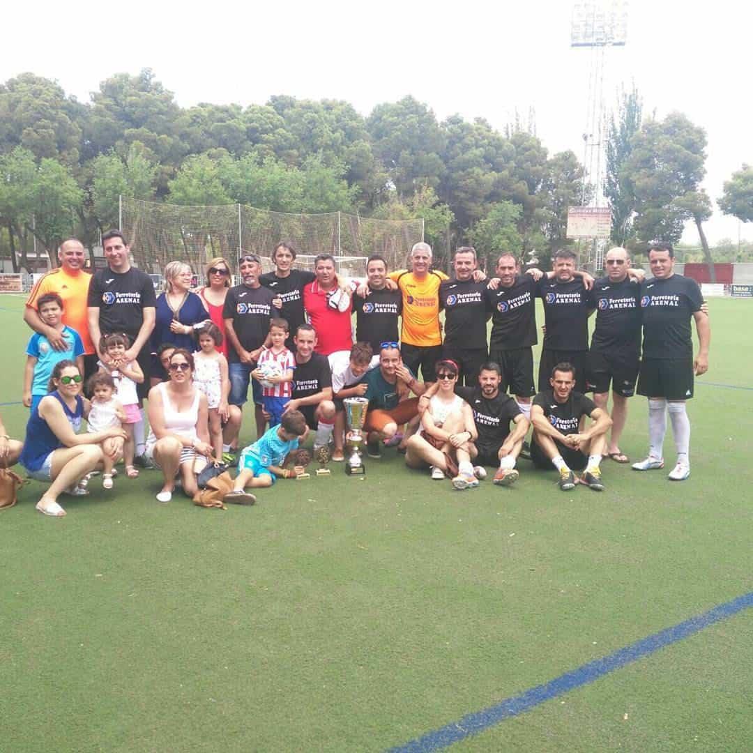 Herencianos Chechu y Victor campeones con el Ferretería Arenal en el 24 horas de Futbol 7 7