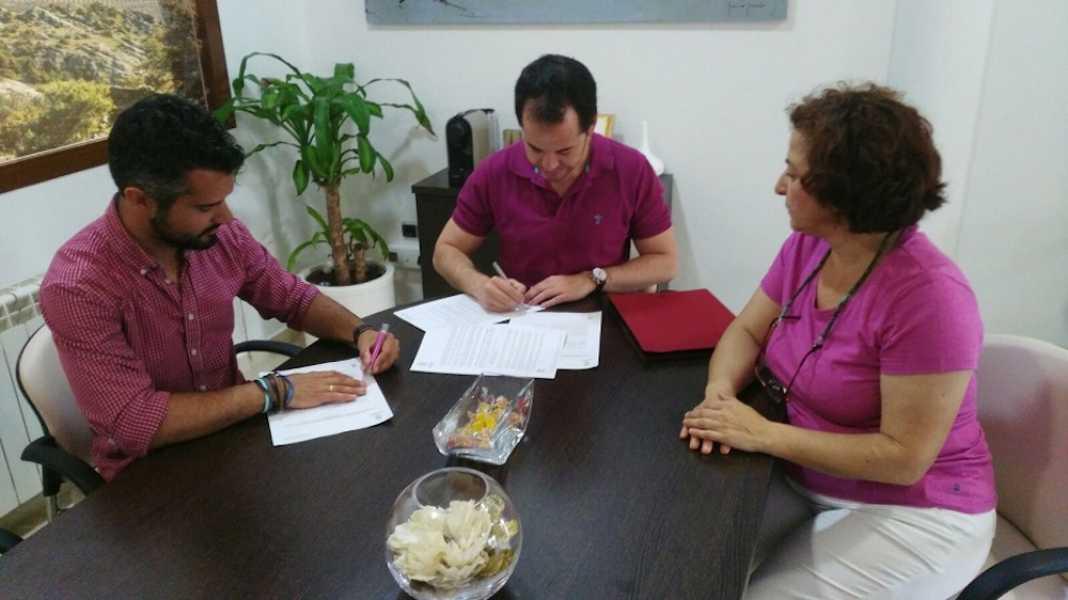 firma convenio asodisal 2017 1068x600 - ASODISAL pone a disposición la modalidad de deporte adaptado en Herencia
