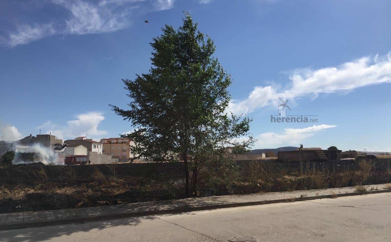 """Incendio de parcela """"sin limpiar"""" en Herencia 9"""