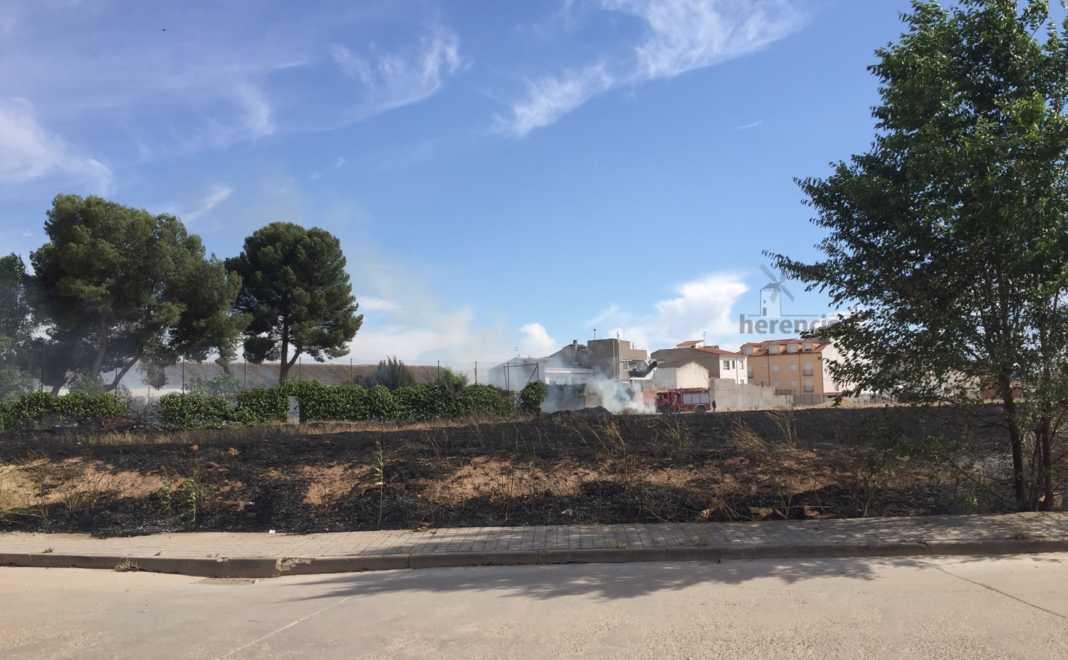 """incendio de parcela sin limpiar en herencia 3 1068x660 - Incendio de parcela """"sin limpiar"""" en Herencia"""