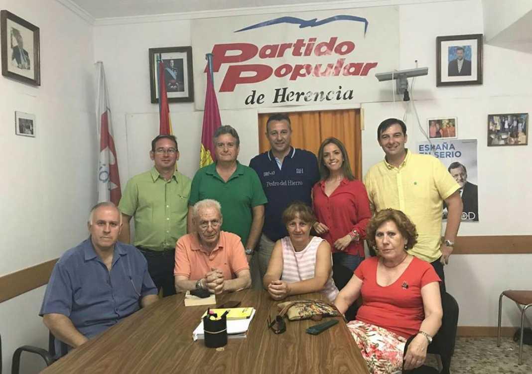 partido popular herencia adrian fernandez 1068x751 - Partido Popular de Herencia se reúne con Adrián Fernández