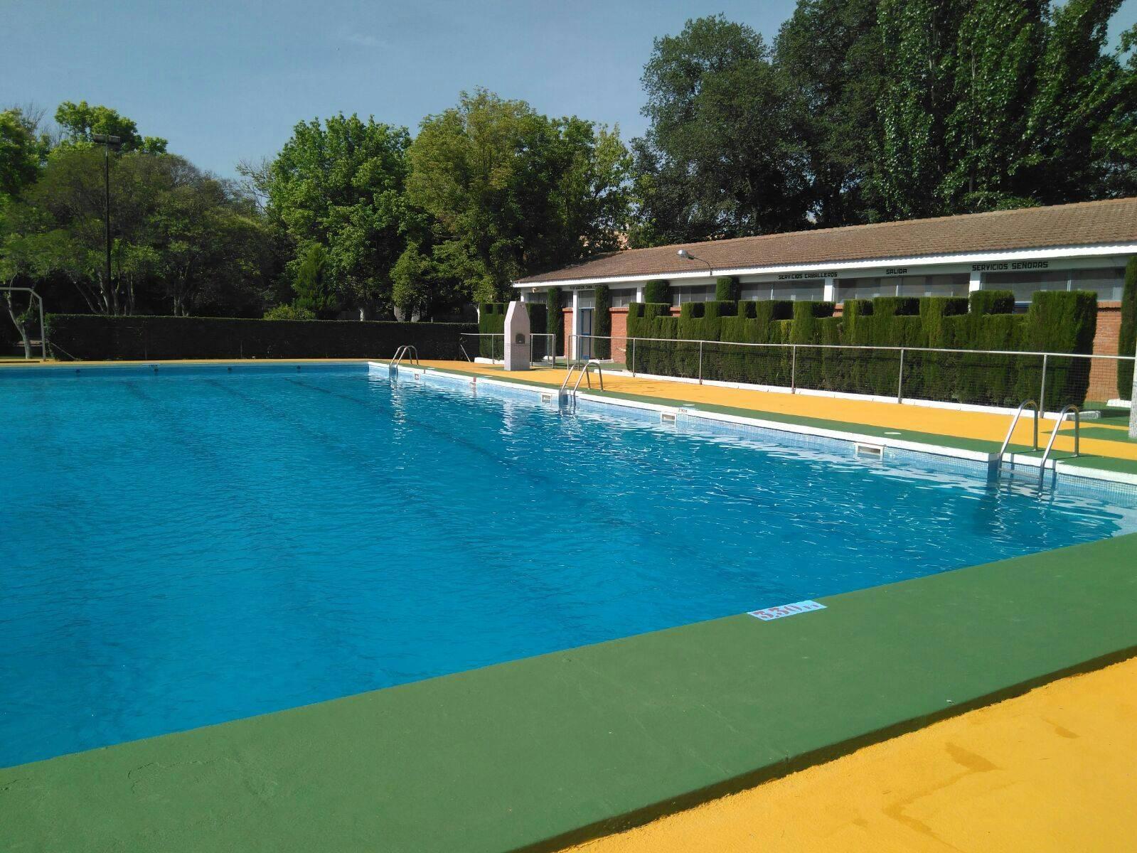piscina municipal 2017 herencia 1 - Un año más la piscina municipal cierra un día por mantenimiento de verano