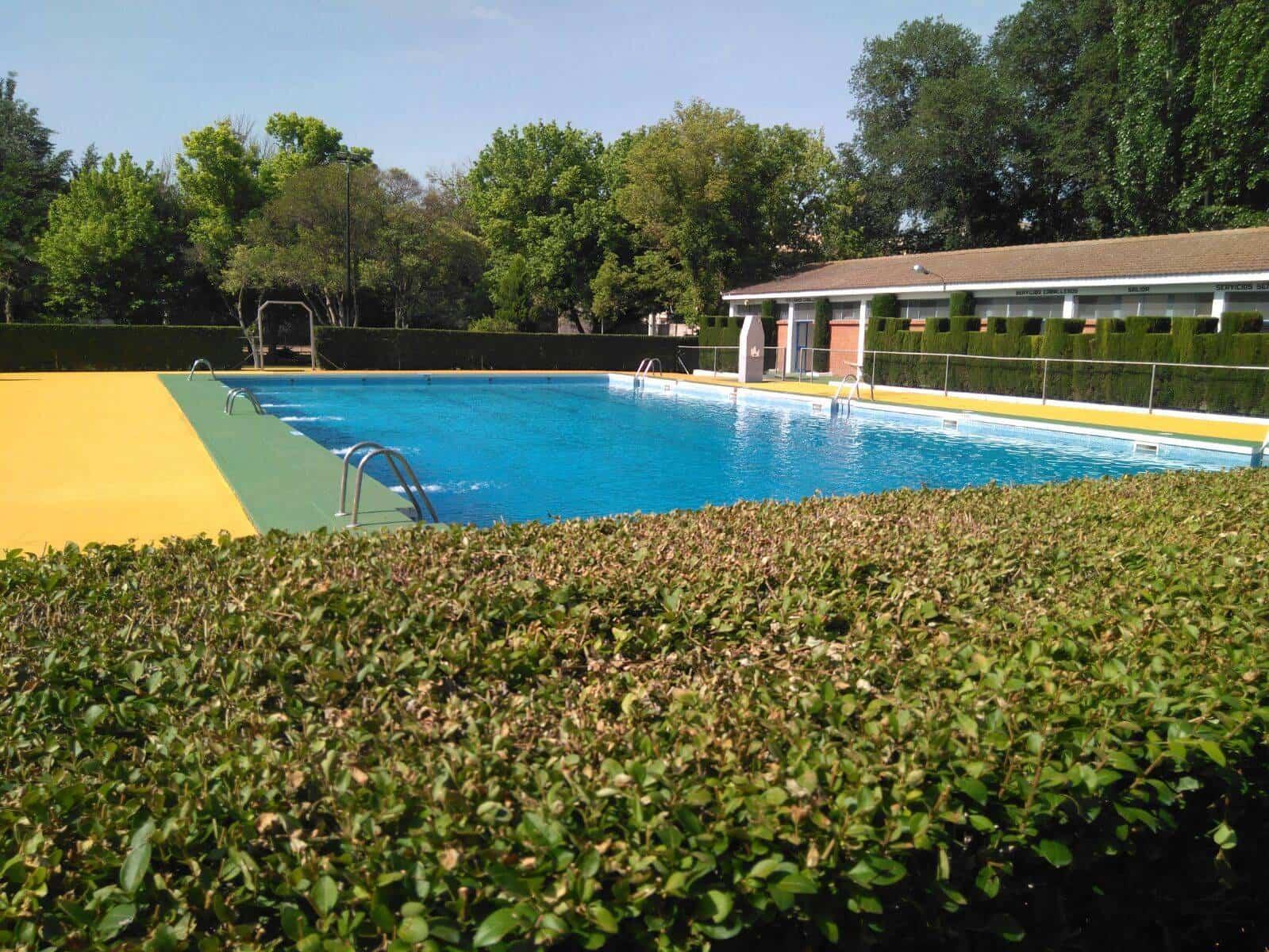 Abierta la piscina municipal en plena ola de calor for Piscina municipal