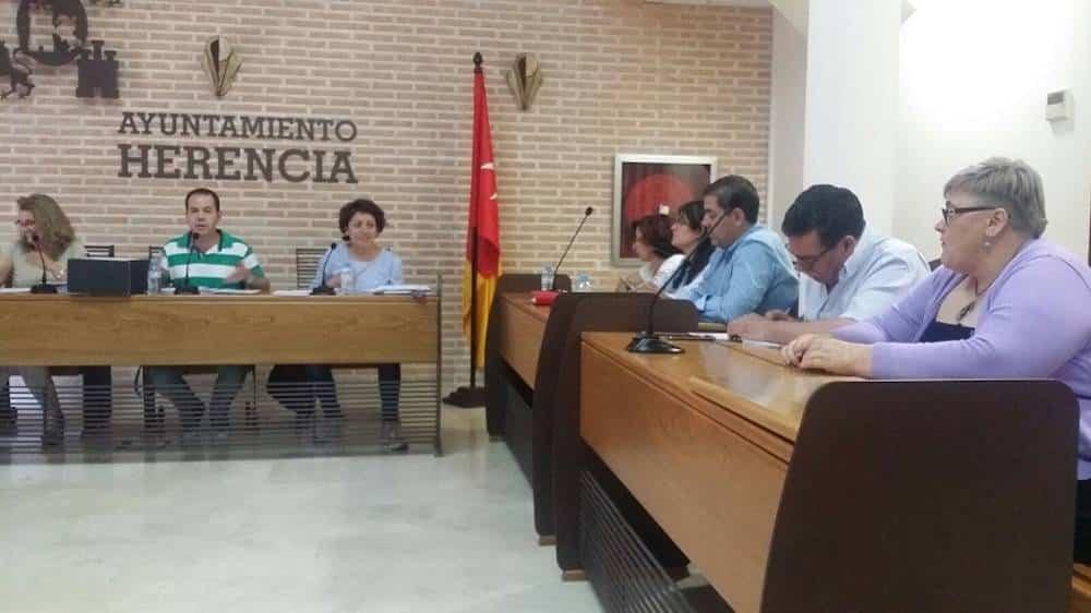 pleno ayuntamiento herencia dia 29 junio 2017 - Toma de posesión concejala de Juventud María Josefa Sanchez-Rey