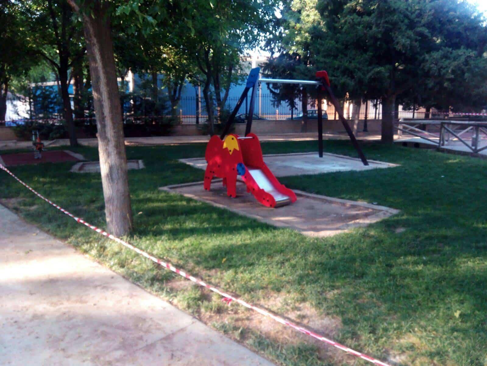 Tobogán: Renovada la zona infantil de Parque Municipal de Herencia