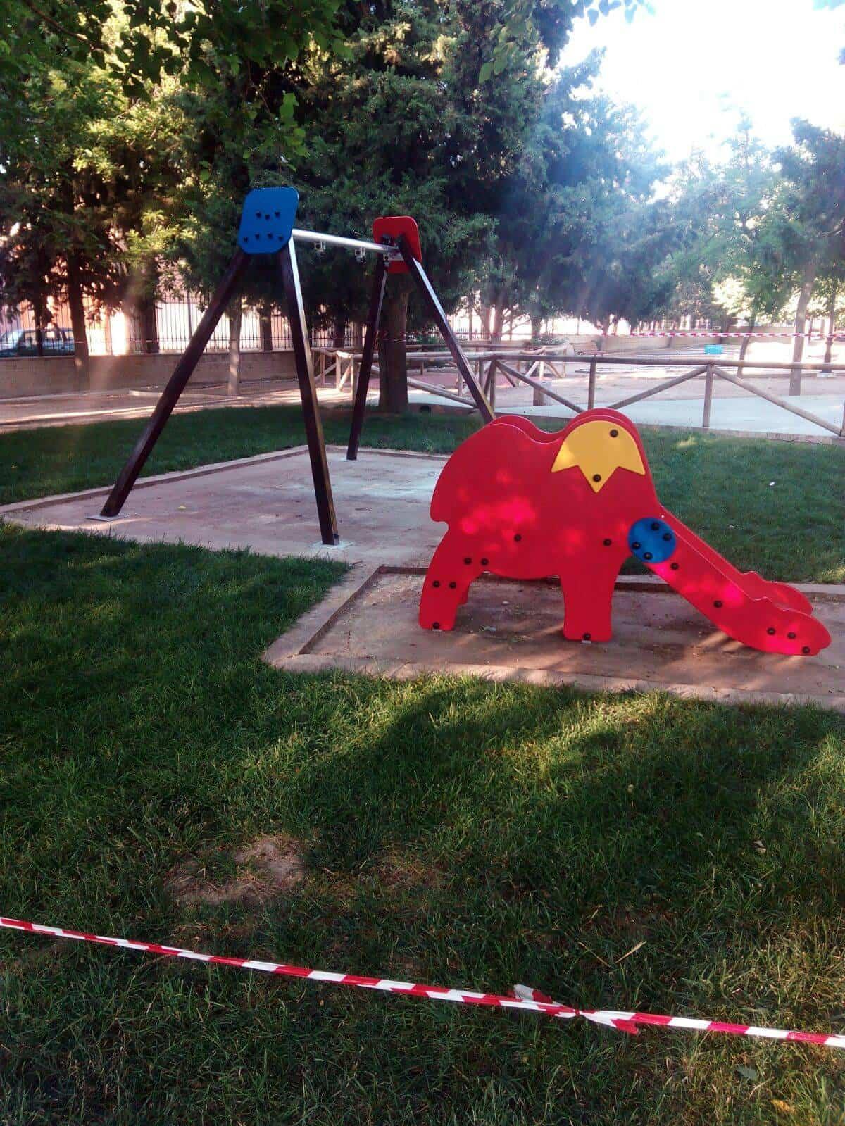 Columpios: Renovada la zona infantil de Parque Municipal de Herencia