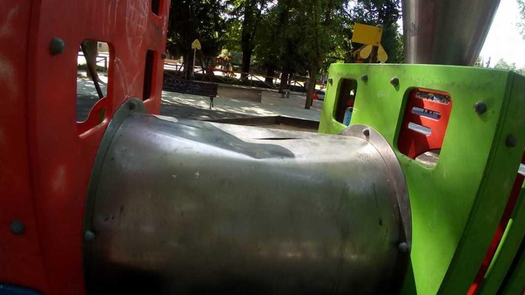 Zona infantil del parque sigue necesitando una renovación urgente 13