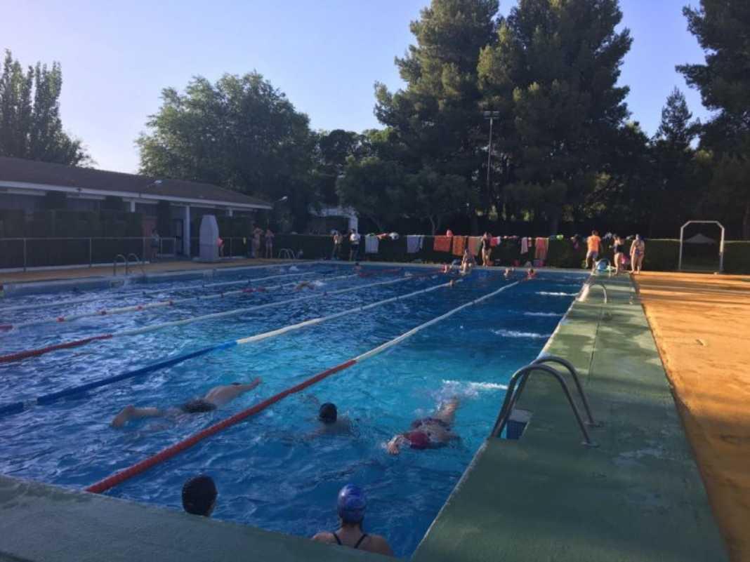 Cursos natación2 1068x801 - Más de 500 personas inscritas en los cursos de natación
