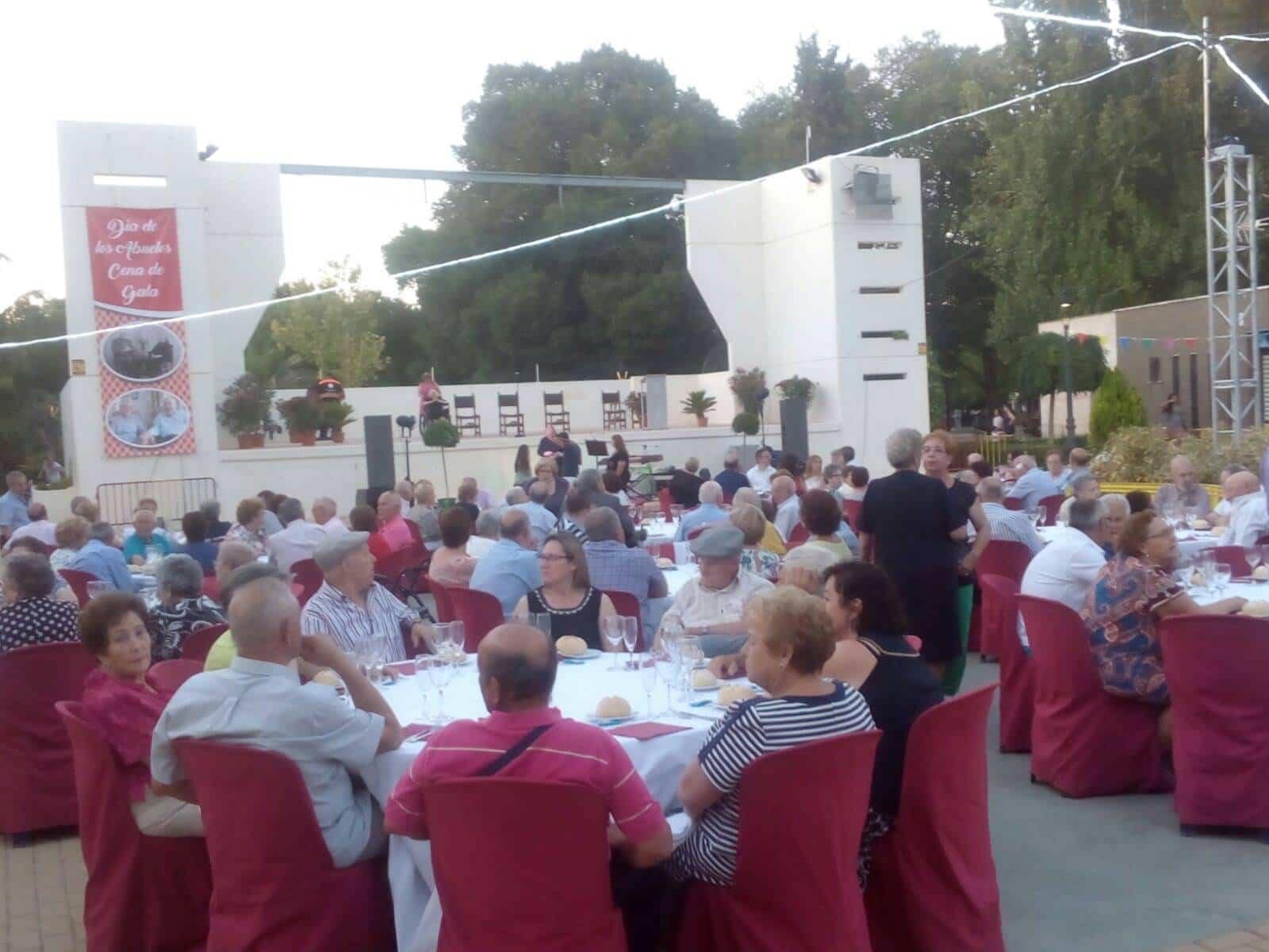 Encuentro de mayores de Herencia09 - Más de 300 personas en la I Cena de Gala del Día de los Abuelos
