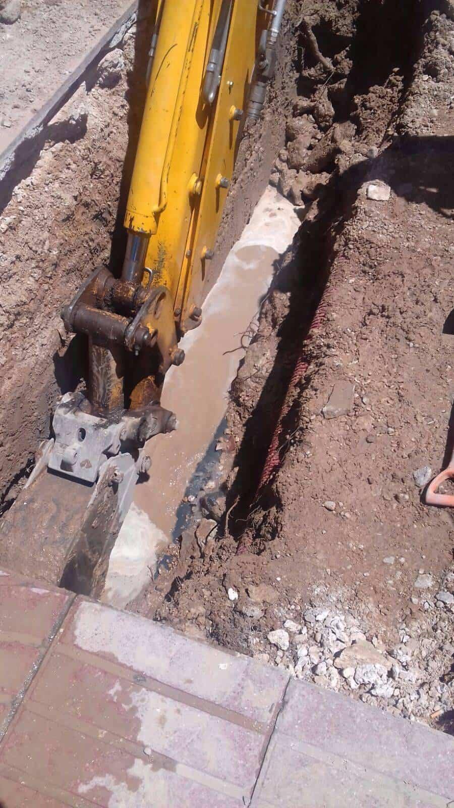 averia tuberia agua avda alcazar herencia 3 - Avería en tubería en Avenida de Alcázar de San Juan en Herencia
